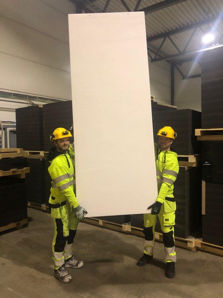 Foamrox elementene veier 90% mindre enn betong og kan installeres manuelt uten bruk av maskiner.